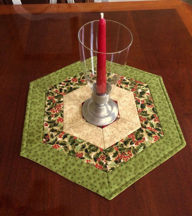 Navidad verde & rojo acolchado hexagonal tabla Topper estera