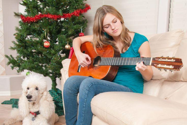 Die schönsten Weihnachtslieder für Gitarre: Mit Akkorden und Texten für die 16 schönten Lieder zu Weihnachtszeit. Auch für Anfänger geeignet.