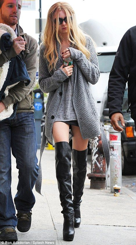 Not usually a fan of la Momsen, but I'd wear this. I'd kill for this outfit, ugh, need to find out where she shops.