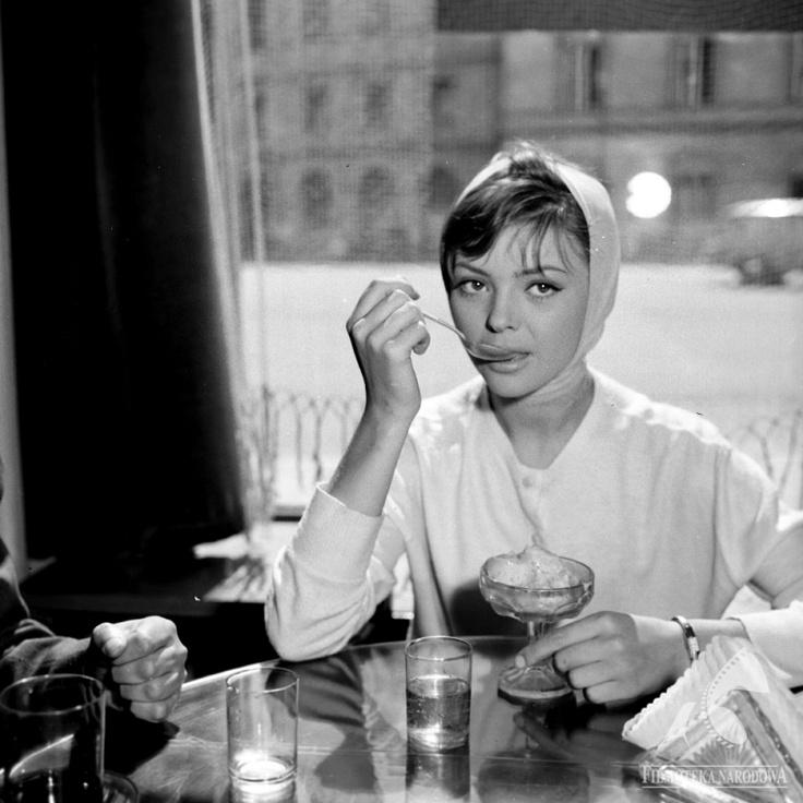 Barbara Kwiatkowska eating ice creams, 1959. Photo: The National Film Archive
