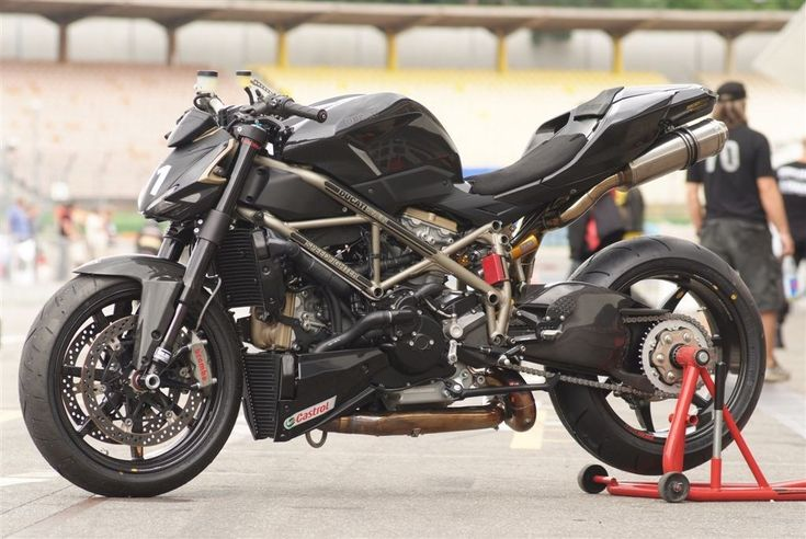 beautiful ducati streetfighter love the undertail exhaust. Black Bedroom Furniture Sets. Home Design Ideas
