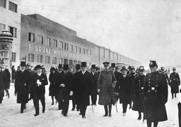 Reichspräsident Hindenburg besucht die 5. Grüne Woche in Berlin, 1930