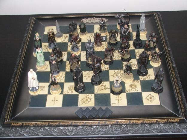 22 best images about chess set eaglemoss lord of the rings on pinterest armors cosplay and knight - Lord of the rings chess set for sale ...