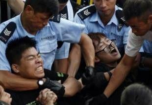 Ancora scontri a Hong Kong, nessun accordo con il governo