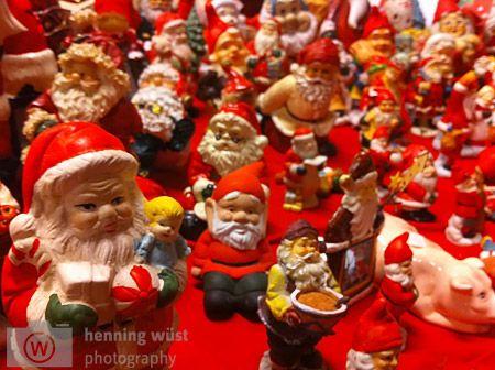 Die Weihnachtsmänner laufen sich am Polarkreis derzeit warm...