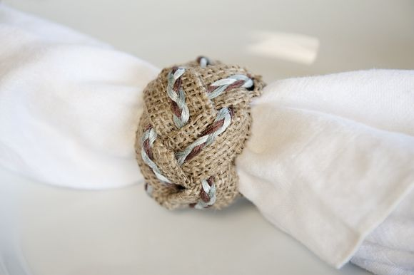 Love Burlap? Then You Will Love These Napkin Ring DIY Tutorials - Three burlap napkin ring tutorials