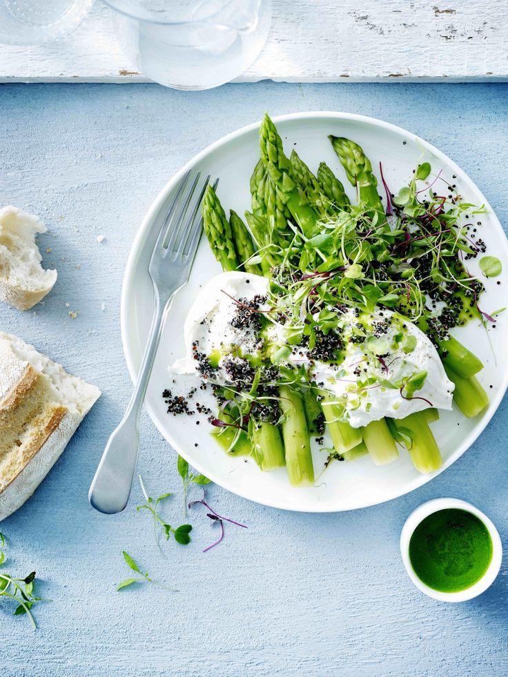 Groene asperges met burrata, zwarte quinoa en tuinkersolie - Libelle Lekker