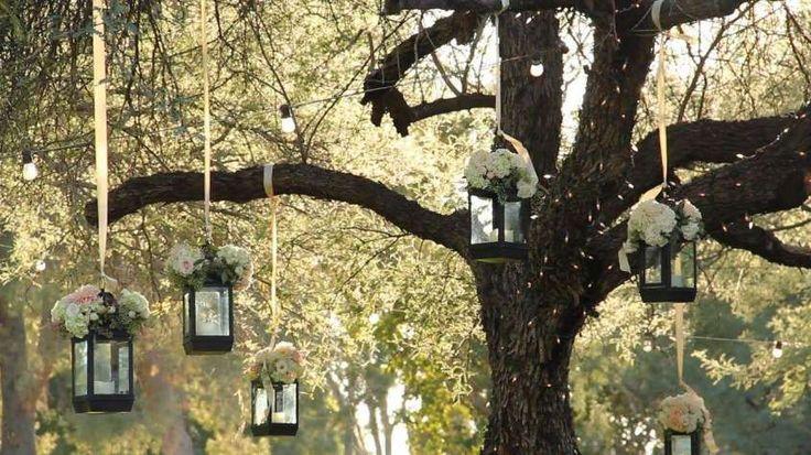 Decorazioni per il matrimonio all'aperto - Lanterne appese agli alberi