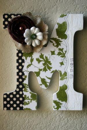 DIY monogram door hangers | initial door hanger so cute!