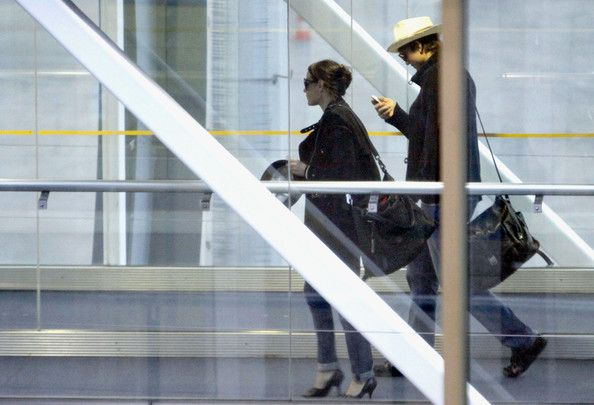 Demi Moore and Ashton Kutcher Photos - Ashton Kutcher and Demi Moore prepare to depart fom Nice Airport. - Ashton Kutcher and Demi Moore at Nice Airport