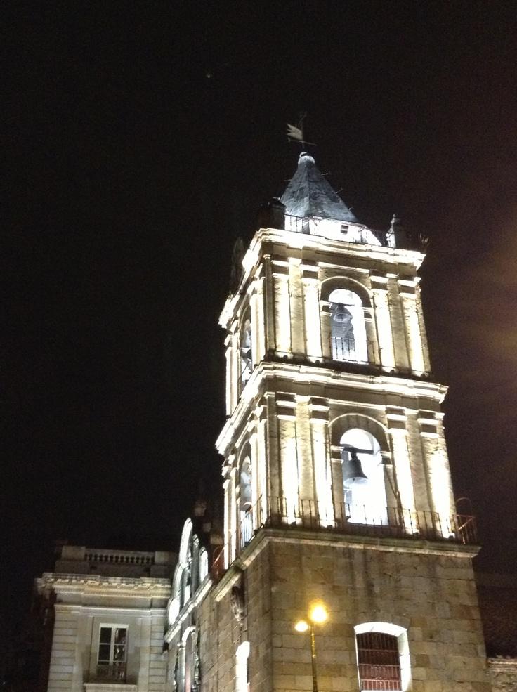 Bella incluso en la noche iglesia san Francisco
