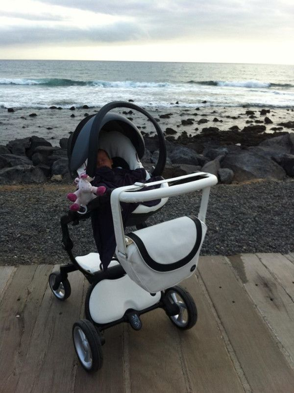 little salvador at the beach in tenerife with his snow white xari and mima izi go car seat. Black Bedroom Furniture Sets. Home Design Ideas