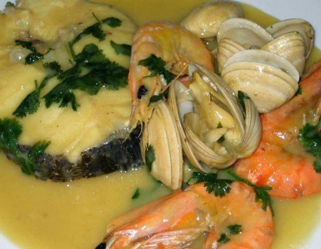 Receitas práticas de culinária: Pescada com molho de amêijoas e camarão