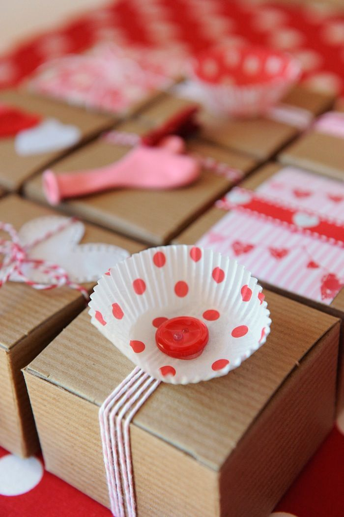 Gift wrapping with cupcake liners! Be My Valentine Party with SUCH CUTE Ideas via Kara's Party Ideas Kara Allen KarasPartyIdeas.com #BeMine #ValentinesDayParty #PartyIdeas #Supplies: Valentines Parties, Cupcakes Liner, Valentines Cupcakes, Bemin Valentinesdayparti, Cute Ideas, Ideas Kara, Parties Ideas, Party Ideas, Valentinesdayparti Partyidea