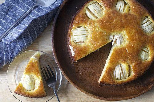 German Sunken Apple & Honey Cake [which sounds even cooler in its native language: Versunkener Apfelkuchen]