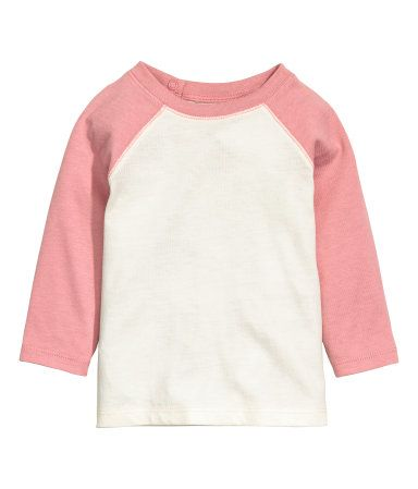 Pink. CONSCIOUS. T-shirt in organic cotton jersey with long, contrasting raglan sleeves. Snap fasteners at back of neck.