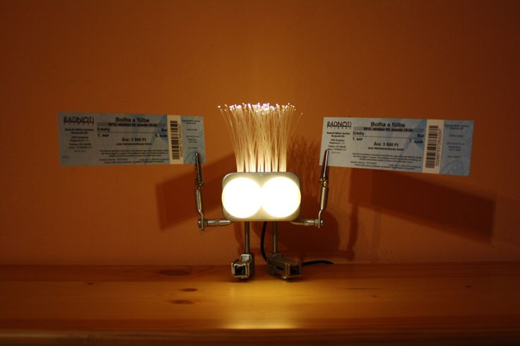 Cute little mood lighting ... Optimus! Metal body of the LED bulb hid G4 socket. It operates from 12 V and 2 W LED bulb.