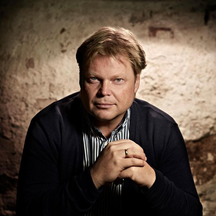 Krimforfatter Jørn Lier Horst har arbeidet som politimann siden 1995, og kjenner godt til både miljøet og metodene han skriver om.
