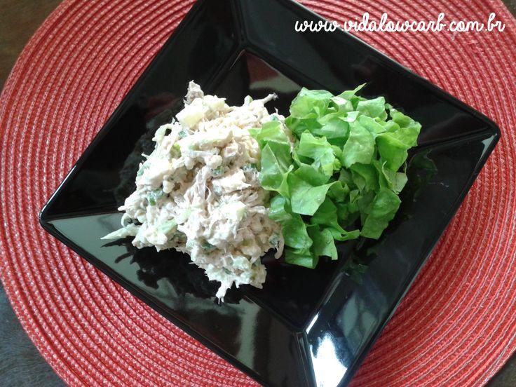 Natal Low Carb - Deliciosa receita de salpicão low carb de frango desfiado que leva couve-flor, vagem, nozes e maçã verde.