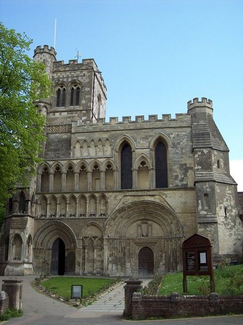 Part of the former Dunstable Priory, originally founded by Henry I. Home to an order of canons who ruled the town. They possessed power of life and death, had their own priory gaol and they sat as judges with the king's justices.