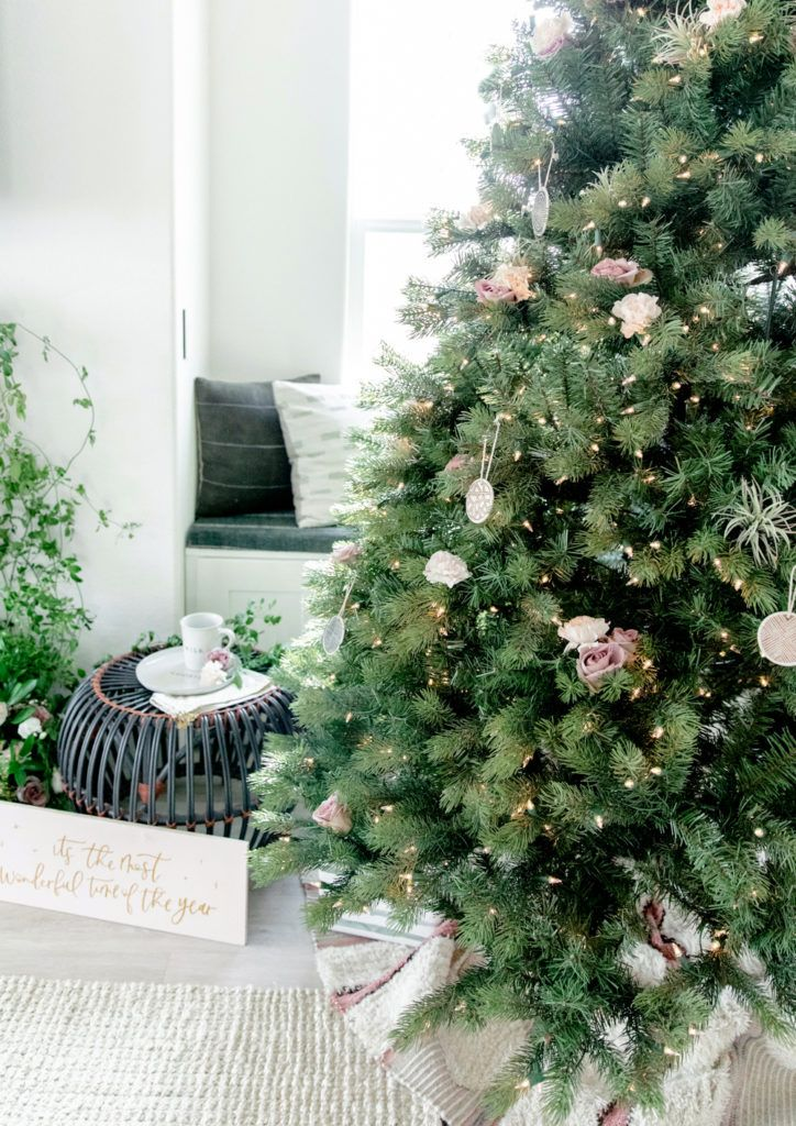 How To Decorate The Mantle For The Holidays Beijos Events Holiday Design Beijos Events Holiday