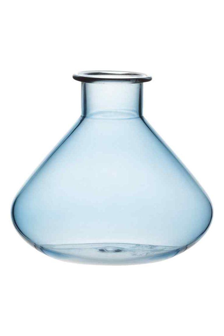 Szklany wazon: Szklany wazon. Wysokość: w kształcie łezki 10 cm, podłużny 15 cm, okrągły 14 cm. Średnica u góry ok. 3 cm.