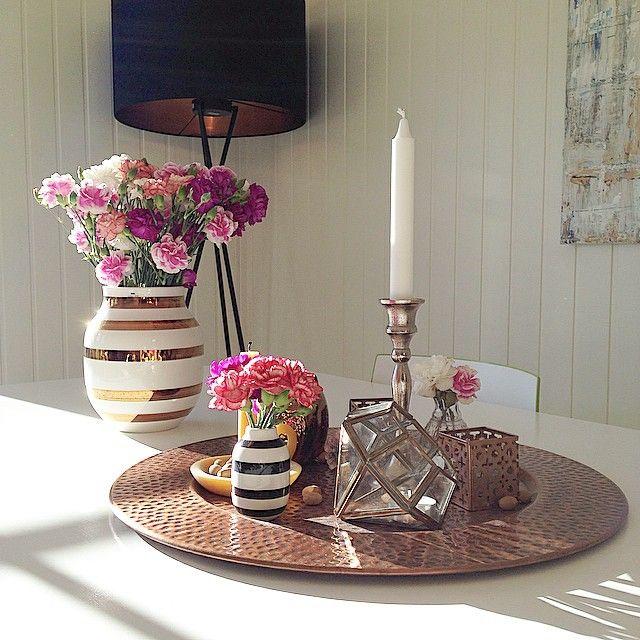 Sunny day and longlasting flowers  #sol #sun #hus #hjem #home #kahler #blomster #flowers #dekorasjon #decoration #inspiration #inspirasjon #Padgram