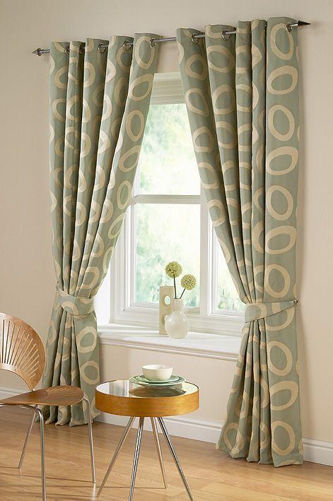 Que tal investir em cortinas lindas e modernas para a decoração de sua casa ? As cortinas com dois tons (geralmente duas listras na horizontal, com o corpo de uma cor e o barrado de outra) estão s…
