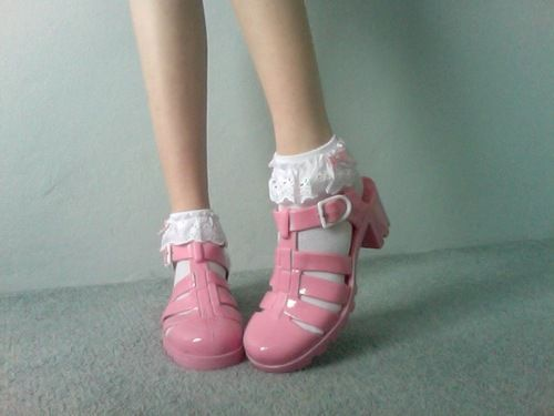 Pink jelly shoes with frilly socks? Cute. <3