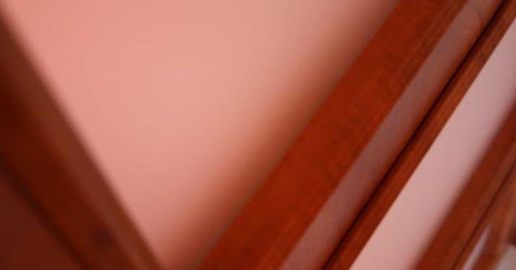 Cómo cambiar el carril de una puerta corrediza. Las puertas corredizas son elegantes, prácticas y ahorran espacio. Desafortunadamente, el sistema de la puerta se mueve y maltrata a diario y no es tan resistente. Los carriles de la puerta se tuercen y los rodillos se desgastan, lo que da como resultado que las puertas ya no cierren completamente, se atoren o no funcionen bien. Una vez que se ...