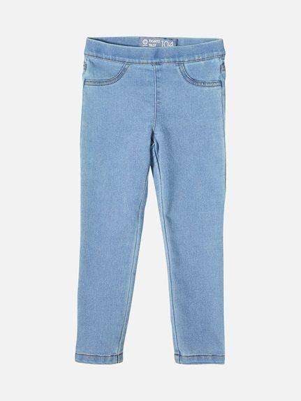Jeans i elastisk og fleksibel denim for maksimal bevegelighet. Den har elastikk i midjen som gjør den enkel å ta på. To fuskelommer foran. Lys blå