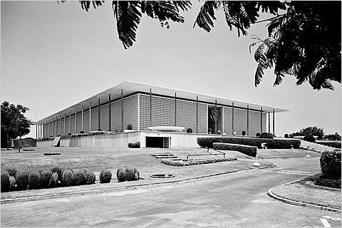 American Embassy (1959), Chanakyapuri in central Delhi, architect: Edward D. Stone. (Photo: Madan Mahatta /PhotoInk)