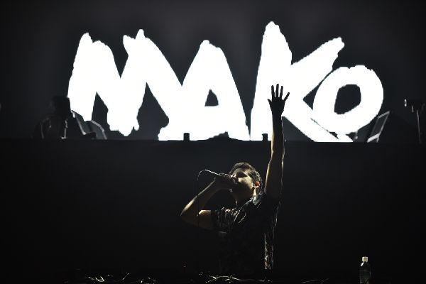 David Guetta(デヴィッド・ゲッタ)の幕張メッセ・東京公演でオリジナリティ溢れるステージを披露するMAKO(マコ)