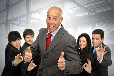 Alt und Jung in einem Unternehmen - das kann sich wunderbar ergänzen. Wie sich Generationenkonflikte lösen lassen...