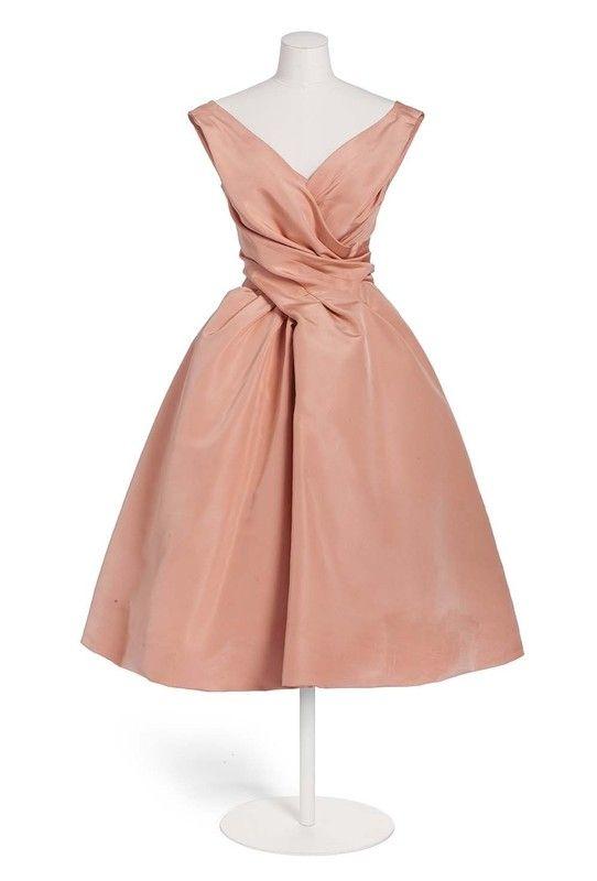 Christian Dior , maison de couture, Paris, 1957, collection automne-hiver (haute couture), 20e siècle (2de moitié) | Les Arts décoratifs