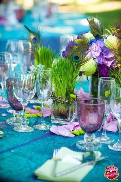 Свадьба в цветовой гамме перьев павлина. Украшение стола
