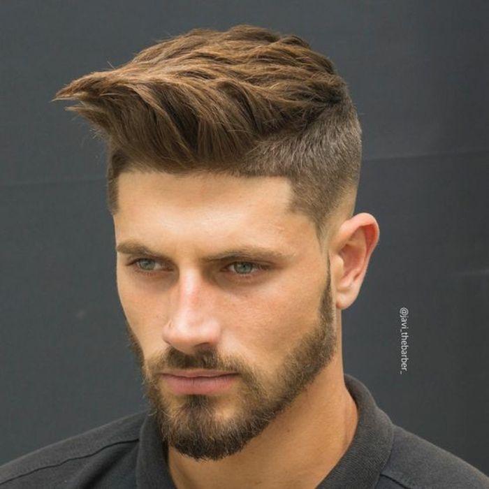 peinados pelo largo, cresta larga hacia arriba, tupé voluminoso, texturizado, barba y bigote ligeros