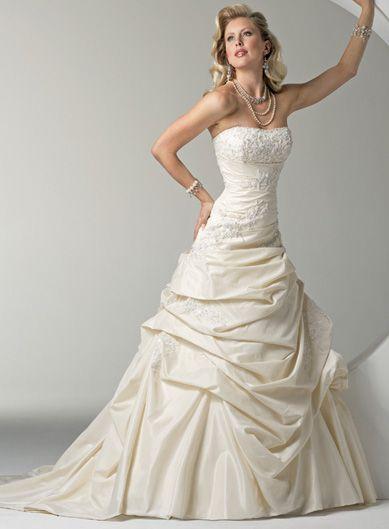 Pretty sleeveless ball gown floor-length wedding dressDresses Wedding, Big Wedding, Wedding Dressses, Ball Gowns Wedding, Dreams Wedding Dresses, Strapless Wedding Dresses, Bridal Gowns, Dreams Dresses, The Dresses