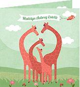 www.hetuilennestje.nl Geboortekaartje Madelyn: illustratief, illustratie, giraffe, giraffes, dieren, landschap, mint, groen, vogel, wolken, bloemen, gras, familie, meisje. Het Uilennestje - Geboortekaartjes - Zwolle
