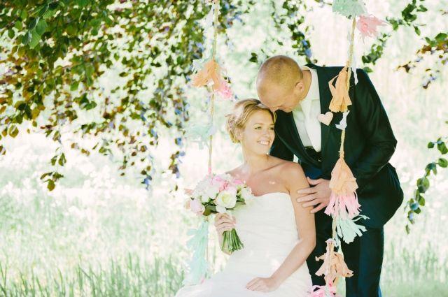 #bruiloft #buiten #trouwen #schommel Buiten trouwen op een landelijke locatie | ThePerfectWedding.nl | Fotocredit: Grotografie