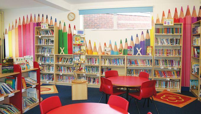 Professoras e bibliotecárias se revezam na busca por dicas e ideias de decoração e ornamentação de bibliotecas duas vezes por ano: quando as crianças entram de férias e quando as crianças retornam …