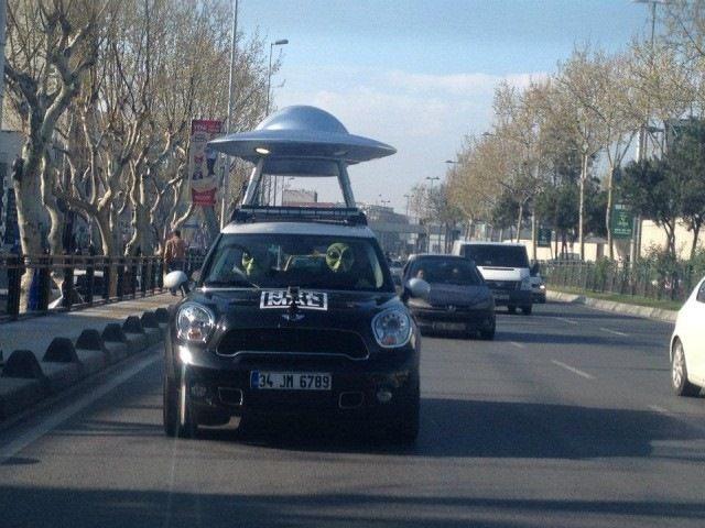 Где и как изготовить рекламу на крыше авто?