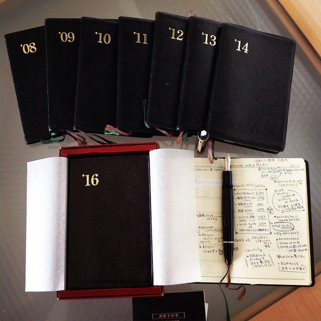 9年目の能率手帳ゴールドについて、毎年恒例のまとめ記事を書きました。 \読んでね!/ ああーそれにしてもくろい写真だ.... #能率手帳ゴールド #能率手帳 #NOLTY