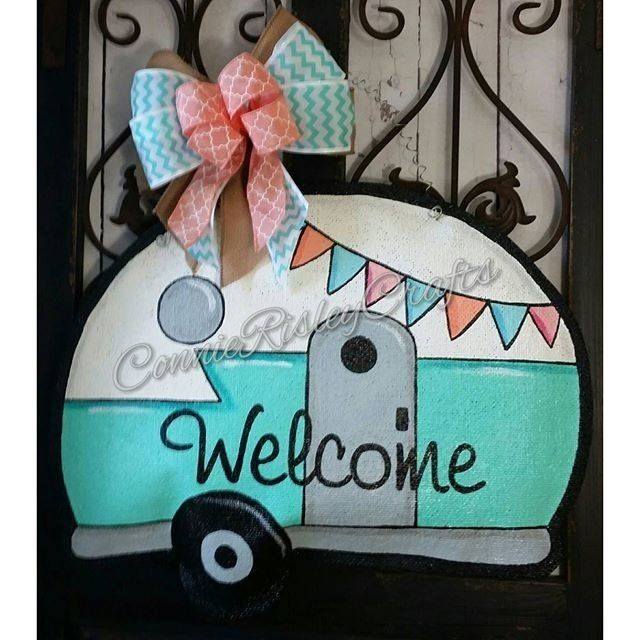 @connierisleycrafts creates the cutest handmade burlap door hanger. I love vintage campers. Might have to make a DIY version of this one!