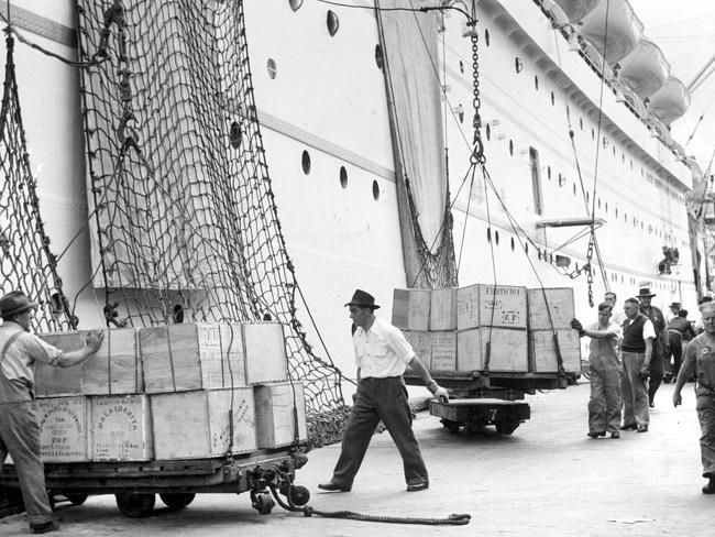 1956: Workers unload ships at Melbourne docklands. Picture: Herald Sun Image Library