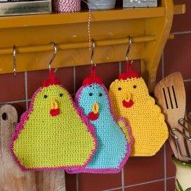 Pannenlappen met kippenmotief.  Chicken potholders.  Must translate pattern