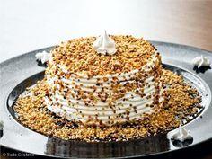 Bolo Marta Rocha ou torta Marta Rocha é uma perfeita combinação de massa de chocolate, recheio e cobertura crocante de nozes. Fica uma delícia! INGREDIENTE