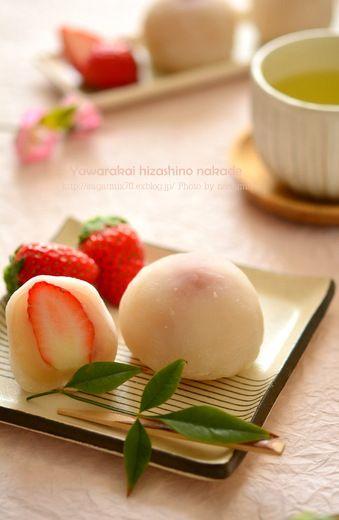 いちご大福  Strawberry daifuku, a  Japanese sweets