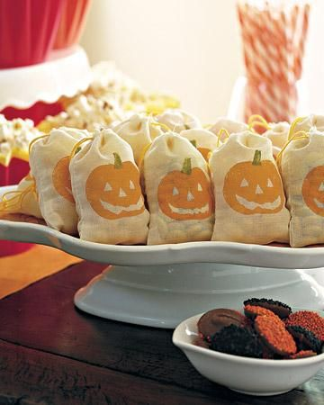 Takeaway Treats How-To: Favors, Goodies Bags, Halloween Candy, Halloween Pumpkin, Takeaway Treats, Popcorn Snacks, Muslin Bags, Halloween Party, Halloween Treats Bags