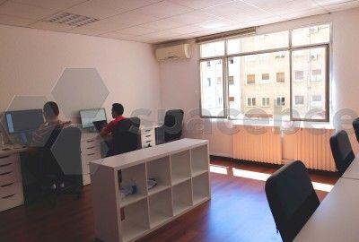 Puestos individuales en oficina compartida en barcelona for Oficina compartida barcelona